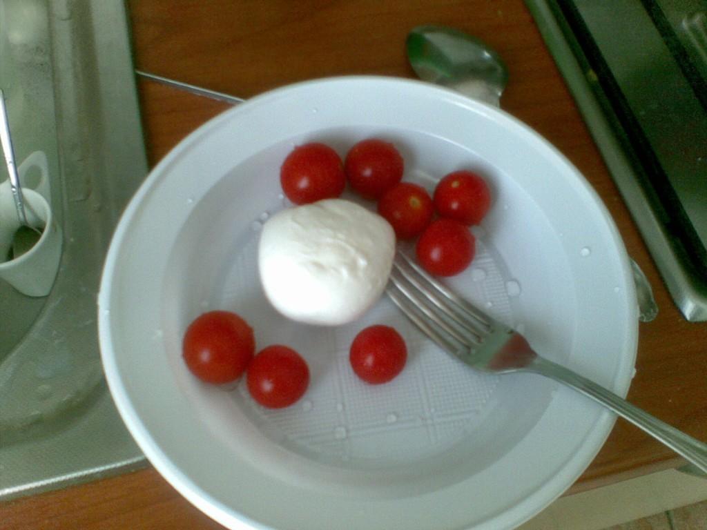 Insalata di mozzarella cucinare con la crisi - Cucinare spendendo poco ...